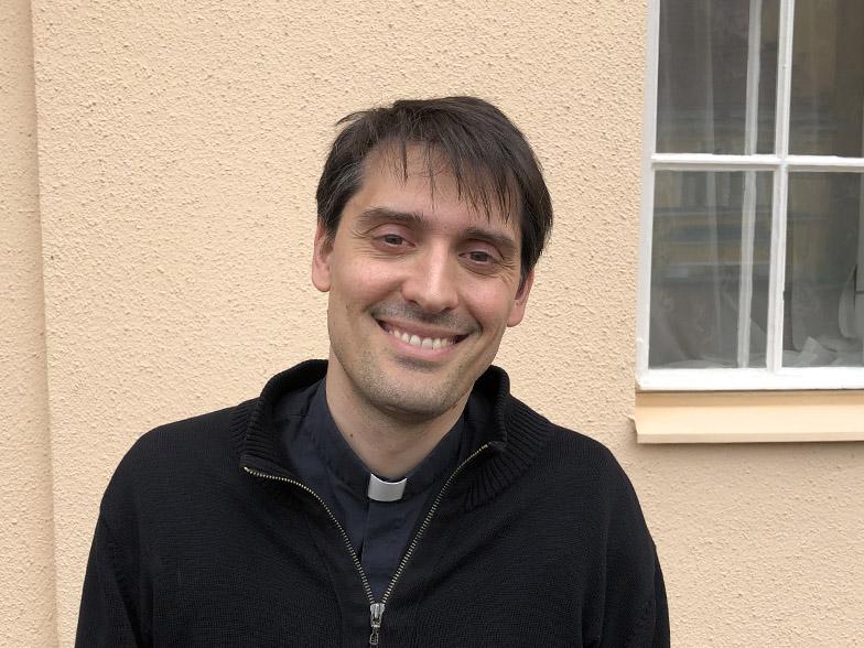Isä Marco Pasinato hiippakunnan asiainhoitajaksi